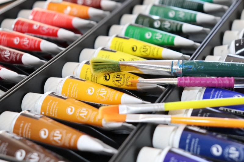 Temperafarben Farbtuben