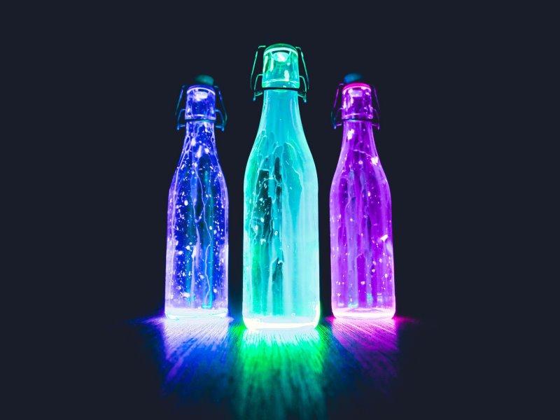 Nachtleuchtende und UV Leuchtfarben auf Gläsern